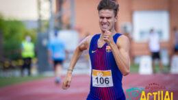 En la imagen, Pablo Sánchez-Valladares, que ayer batía el récord de la pista con 1:46:39. Foto: Kike Ayala.